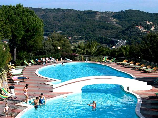 Zwembad met uitzicht bij Villagio Colombo